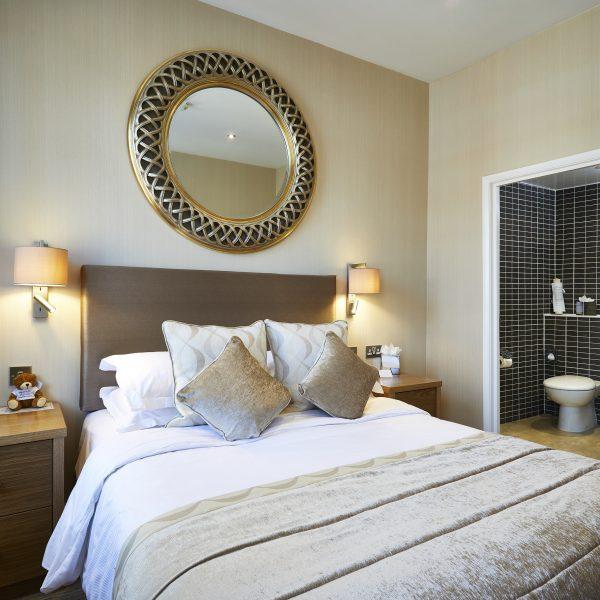 Dean Court hotel bedroom
