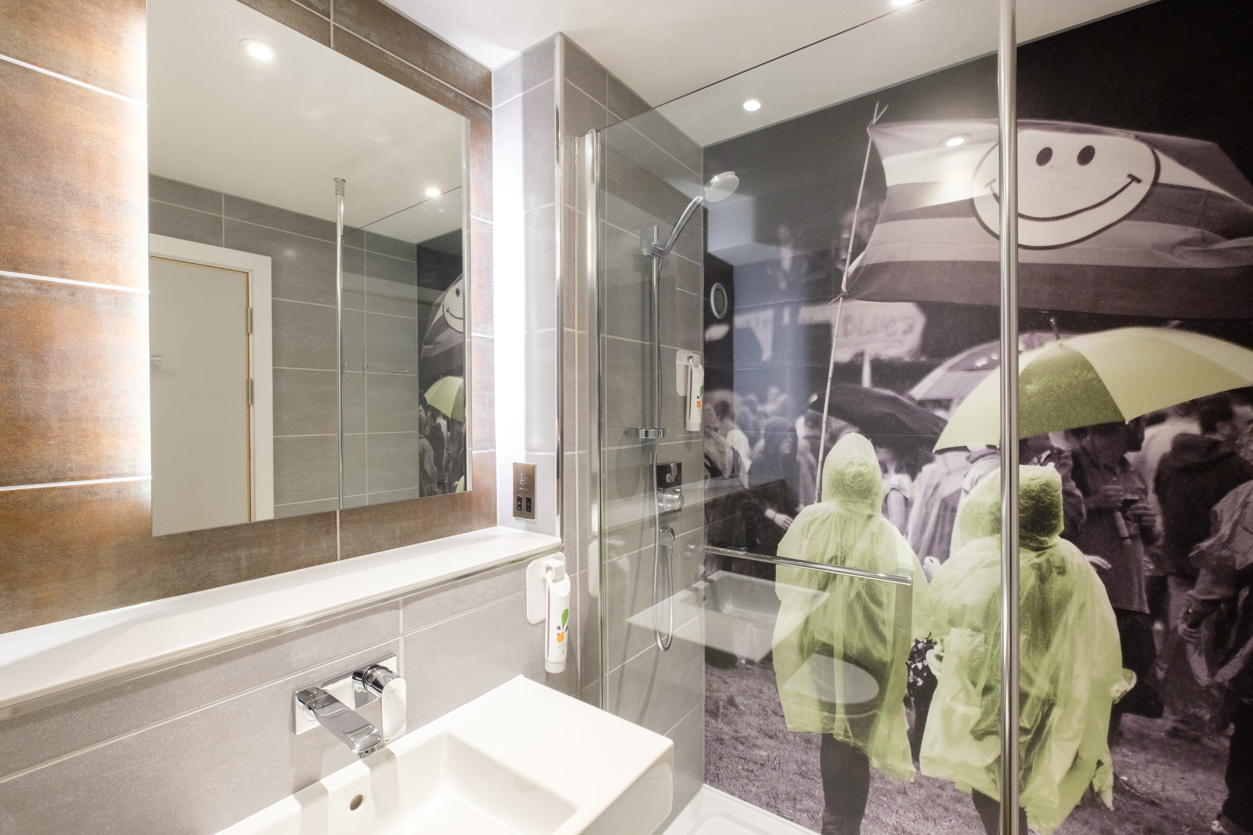 Ibis Styles bathroom - credit Evoke Pictures